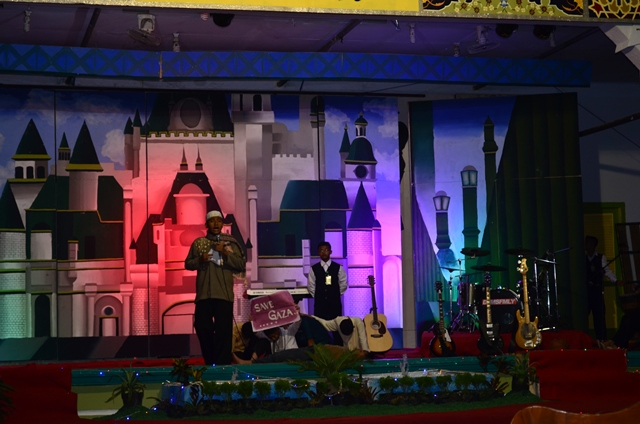 'Background' Berputar Warnai 'Poetry Reading and Music Festival Show' 2014
