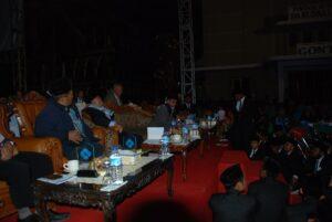 Kiai Hasan saat menyampaikan evaluasi umum usai penutupan acara Drama Arena.