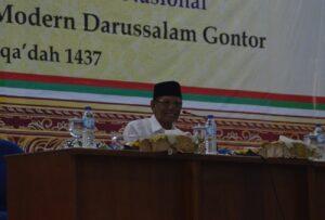 K.H. Hasyim Muzadi menyampaikan sambutannya
