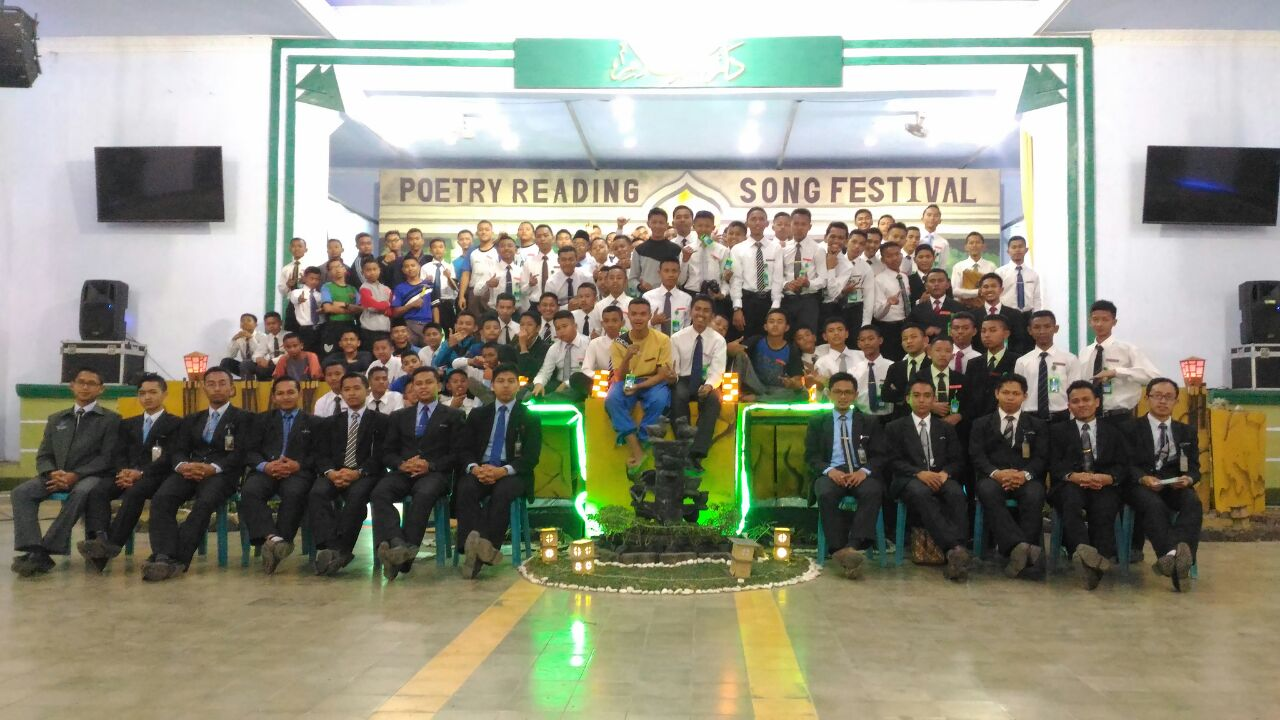 Gontor Adakan Song Festival and Poetry Reading
